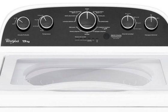 Panel con perillas para establecer el funcionamiento de la lavadora Whirlpool de 19 Kg.