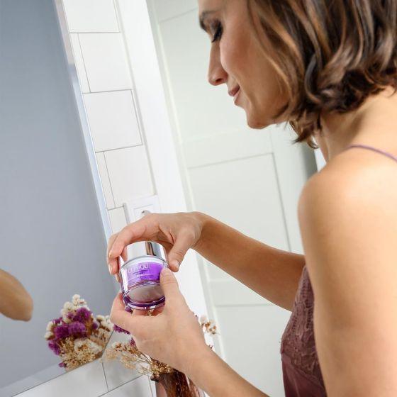 Consejos de uso hidratante smart, mujer aplicándolo