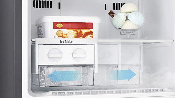 Máquina de hielo en el Freezer señalando los movimientos que puede hacer