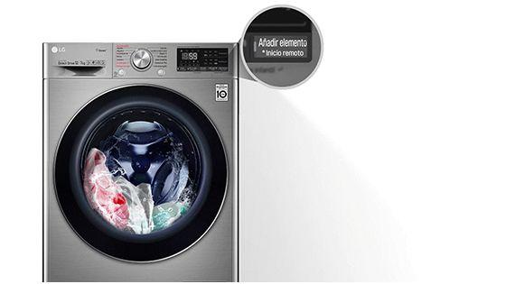 Lavadora con ropa adentro con un acercamiento a la función Añadir Prendas