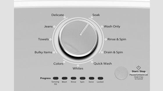 Lavadora Whirlpool carga superior 15 Kg Detalle del panel con los ciclos de lavado.
