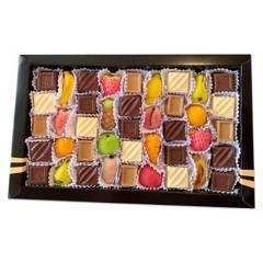 BOMBONES DOS CASTILLOS - Caja De Chocolates Surtidos Y Mazapán 370 Grs