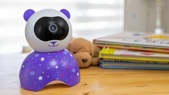 <p>Comunícate con tu bebé su intercomunicador de dos vías te permite escucharlo y hablarle de forma remota. Funciona con sistema de seguridad cerrado y autónomo lo que significa que no requiere de internet para su funcionamiento.</p><p>Modo Vox o sensor de ruido te notificará si el bebé llora o si detecta sonidos que superen el umbral de ruido. Además posee un sensor de temperatura que te notificará si detecta ambientes fríos por bajo los 15 o por el contrario si es muy caluroso por sobre los 29 para que puedas estar siempre atento a los cuidados de tu bebé.</p>