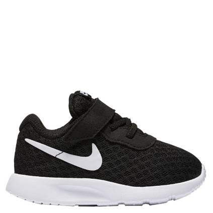 eb3e58d3 Nike. TANJUN Zapatilla Urbana Niño