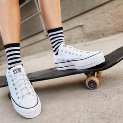 Zapatos morados Converse infantiles