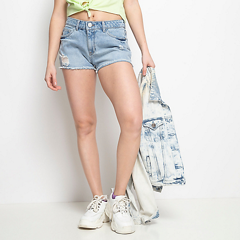 Short de denim con roturas