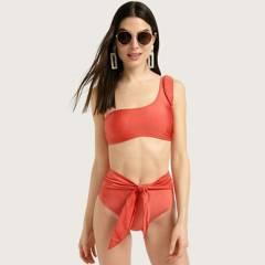 Basement - Bikini con nudo