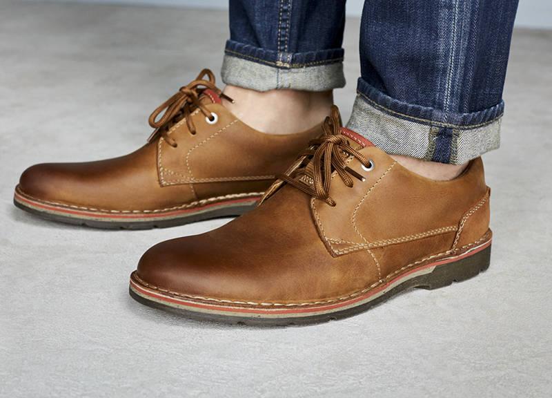 Compra Online Zapatos de Marca para Hombre de la Colección o en Oferta en nuestro Outlet. Disponible Zapatos de Diseño, Zapatillas, Botas y Mocasines de las Mejores Marcas de Lujo.