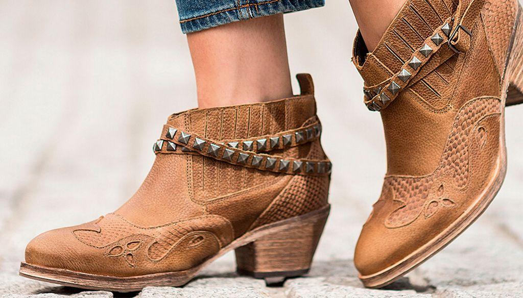 00ba0dbd844 Para un outfit veranero o usar en pleno invierno, unas botas texanas  transformarán tu look sumándole un aire western y de tendencia.