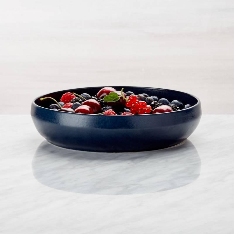 Crate & Barrel - Bowl Bajo Visto Azul Marino 21 cm.