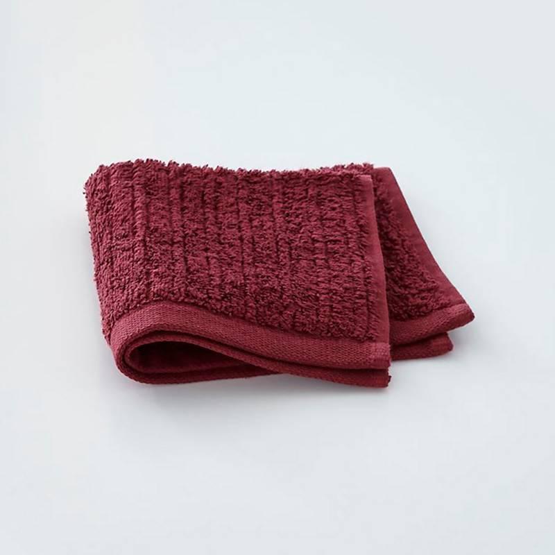 Crate & Barrel - Toalla de rostro rojo ciruela