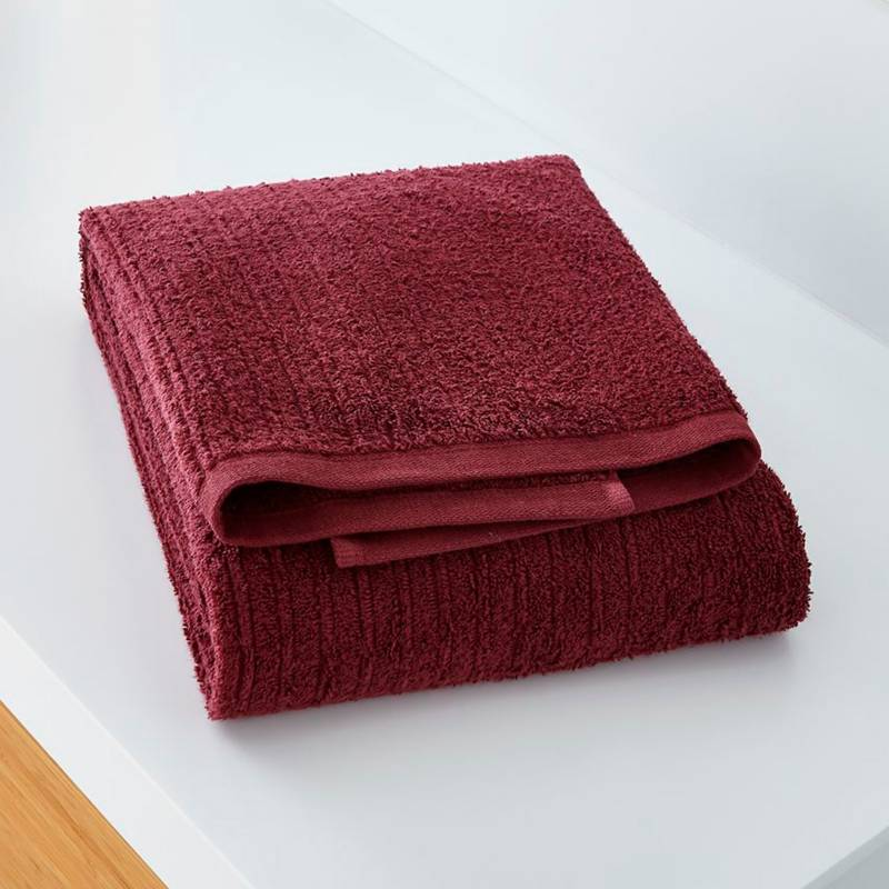 Crate & Barrel - Toalla de baño rojo ciruela