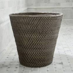 Crate & Barrel - Papelera Cónica Sedona Gris