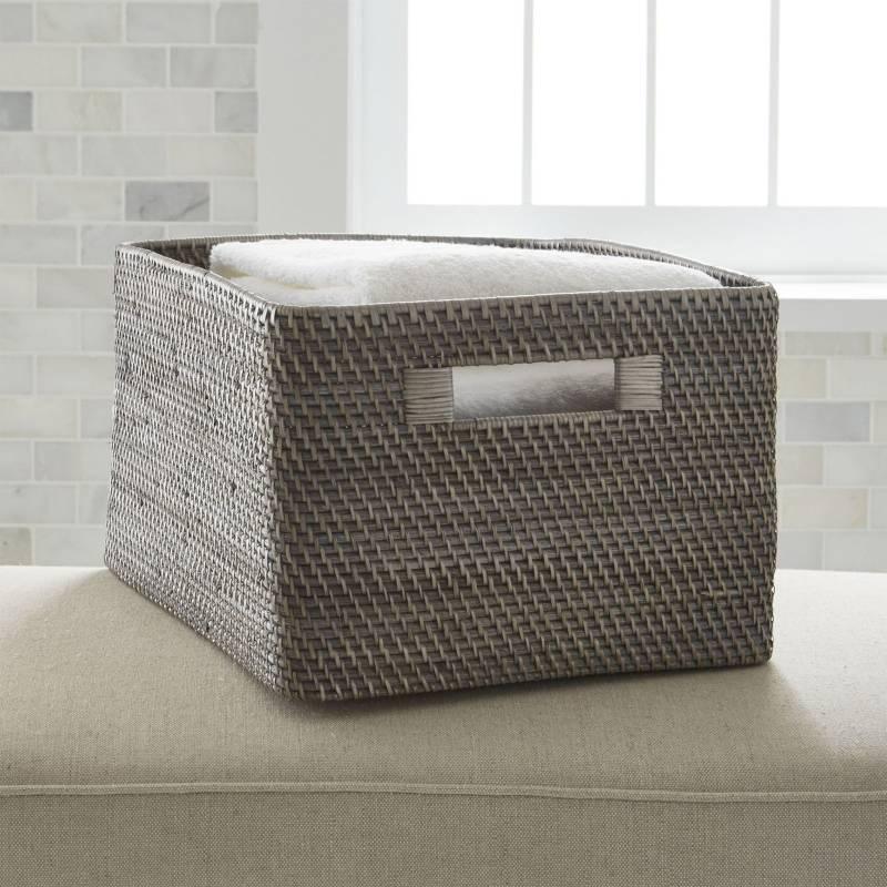 Crate & Barrel - Canasta Sedona Gris 43 x 23 cm
