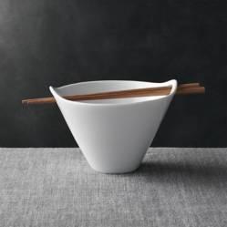Crate & Barrel - Bowl Kai para Ramen con Palitos 16 cm