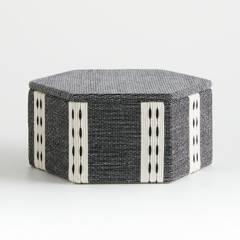 Crate & Barrel - Caja Organizadora Hexágono Koba Blanca y Negra