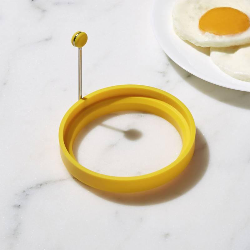 Crate & Barrel - Anillo para Panqueque/Huevo de Silicona Amarillo