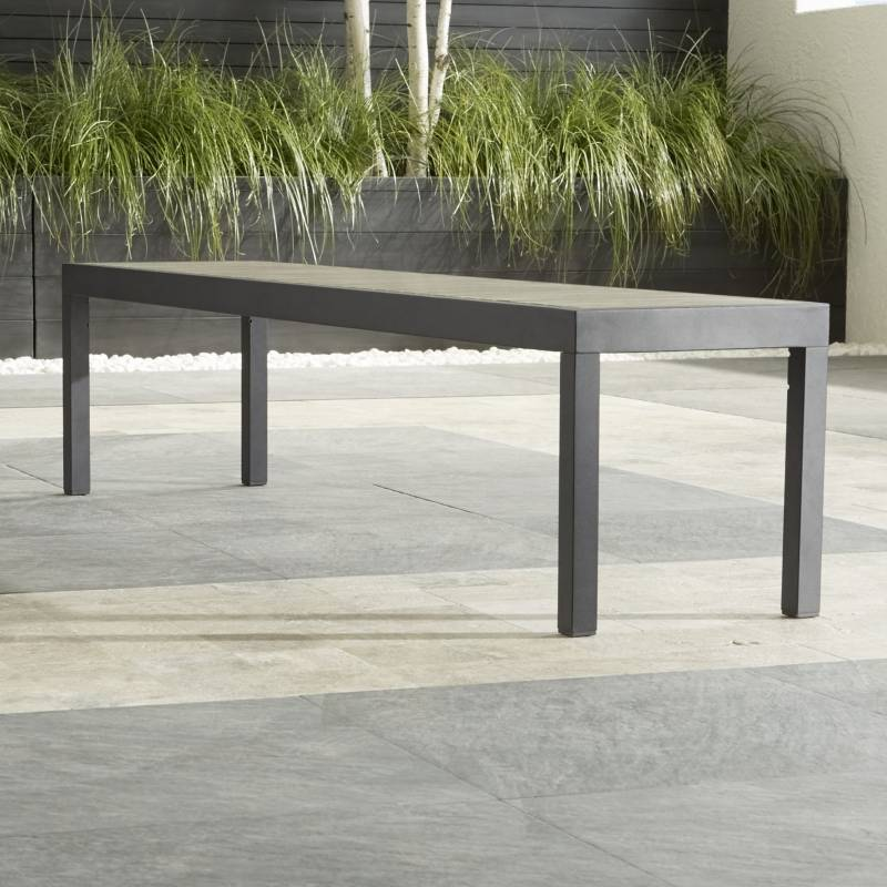 Crate & Barrel - Banca de Comedor Alfresco Gris 185 cm.