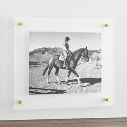 Marco para Pared Flotante de Acrílico y Bronce 48 x 41 cm