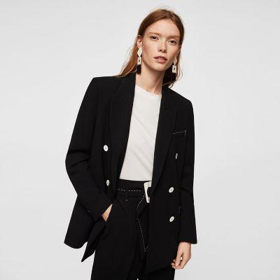 Como decorar un abrigo negro