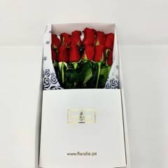 FLORALIA - Caja 12 rosas rojas