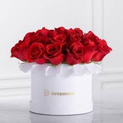 DETAMOUR - Hat Box Blanco Rosas Rojas