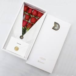 DETAMOUR - Classic Box Blanco 12 Rosas Rojas