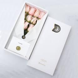 DETAMOUR - Classic Box Blanco 12 Rosas Rosadas