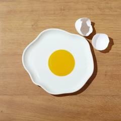 CRATE & BARREL - Plato Huevo Frito